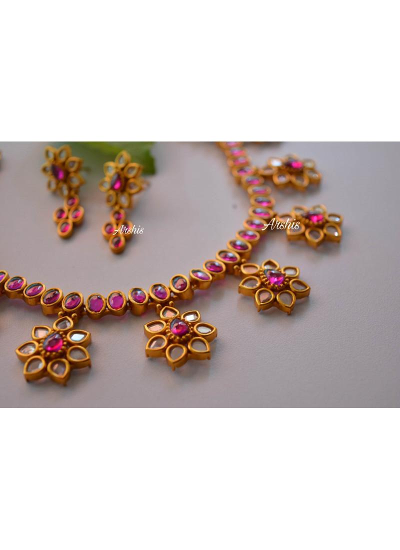 Simple Flower Design Uncut Stone Necklace