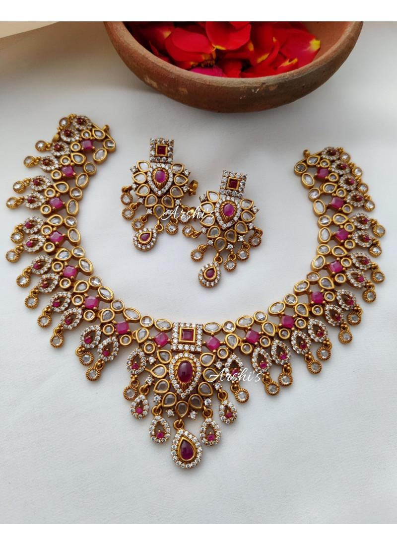 Elegant Kemp and White Stone Necklace