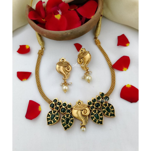 Traditional Shanku Design Green Kemp Necklace