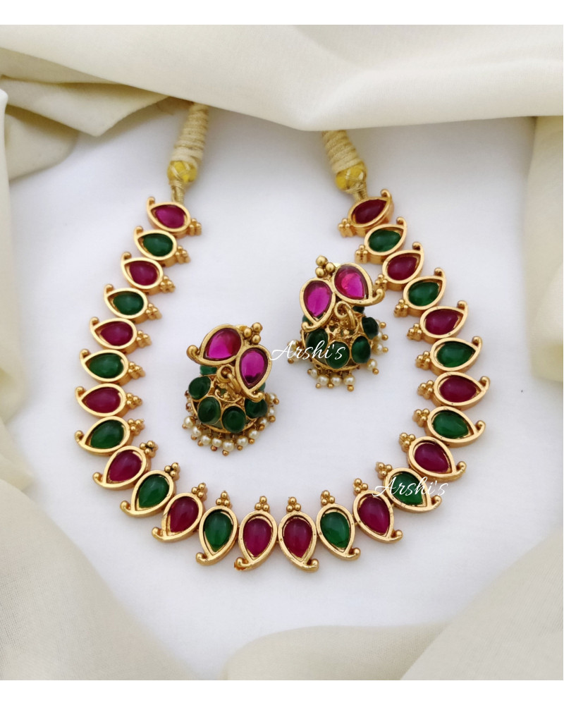 Elegant Kemp and Green Necklace