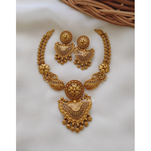 Beautiful Golden Flower Design Necklace